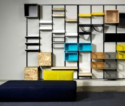 Muebles que superponen materiales, texturas y formas